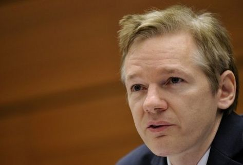 Julian Assange pasa audiencia de trámite